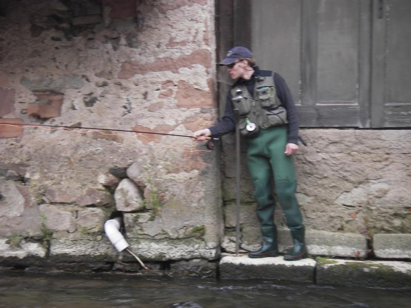 La bruche à schirmeck, un des rares endroits où l'on peut pêcher d'un pas de porte.